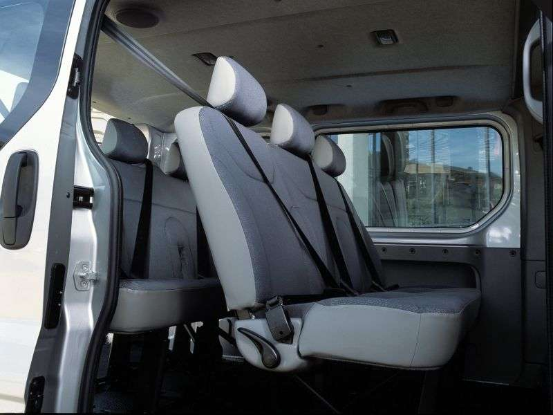 Nissan Primastar 1st generation Minibus 2.5 Turbo dCi MT LWB (2002–2006)