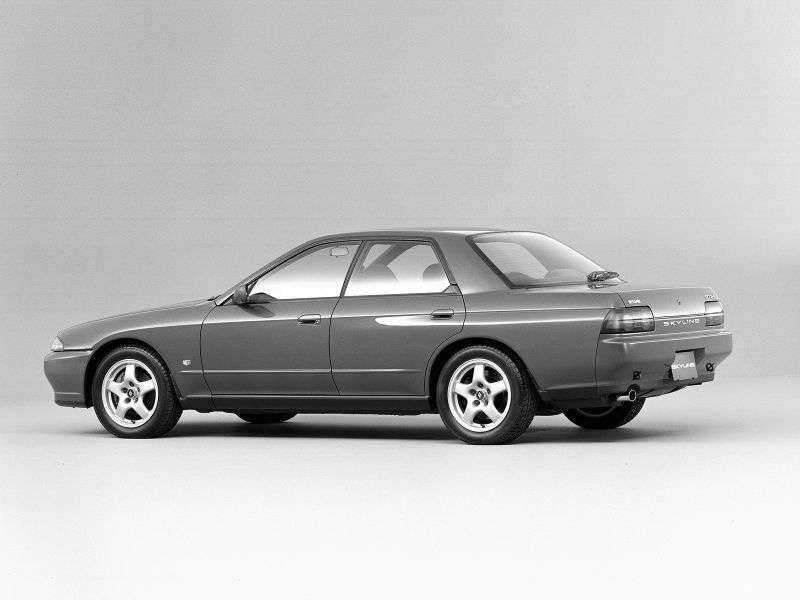 Nissan Skyline R32sedan 2.0 MT (1989–1994)