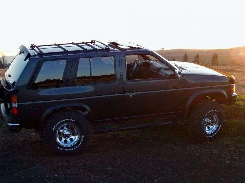 Nissan Pathfinder WD21 5 door SUV. 2.7 TD 4WD MT (1991–1995)