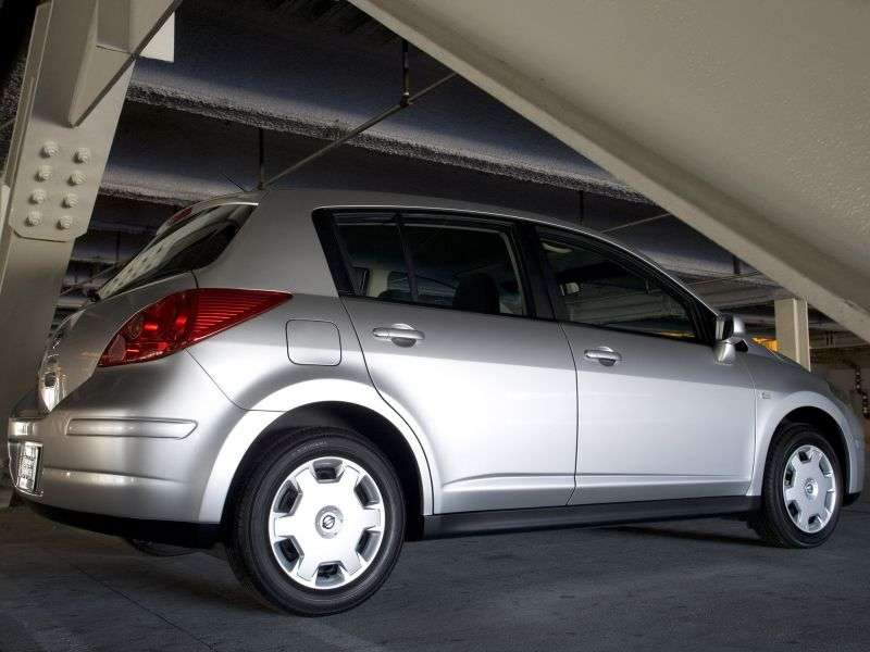 Nissan Versa 1st generation hatchback 1.8 AT (2006–2009)
