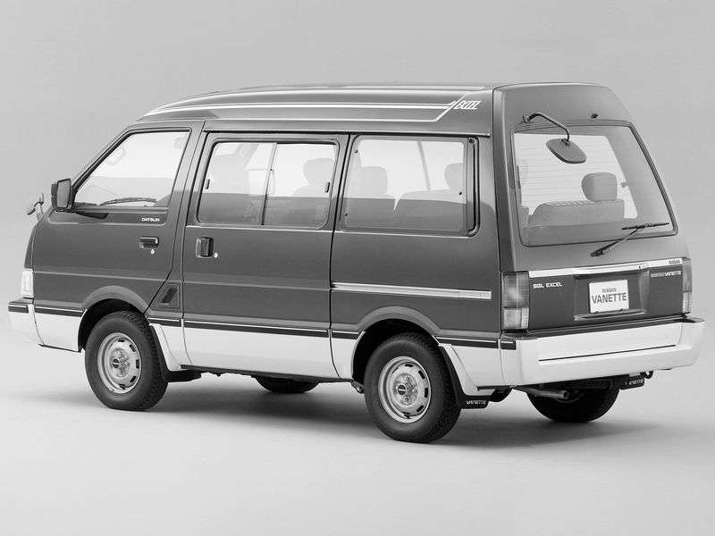 Nissan Vanette c22 minivan 2.4 MT (1990–1995)