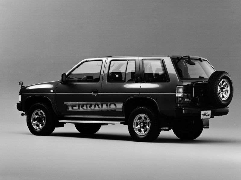 Nissan Terrano WD21 5 door SUV. 2.7 TD 4WD AT urban (1994–1995)