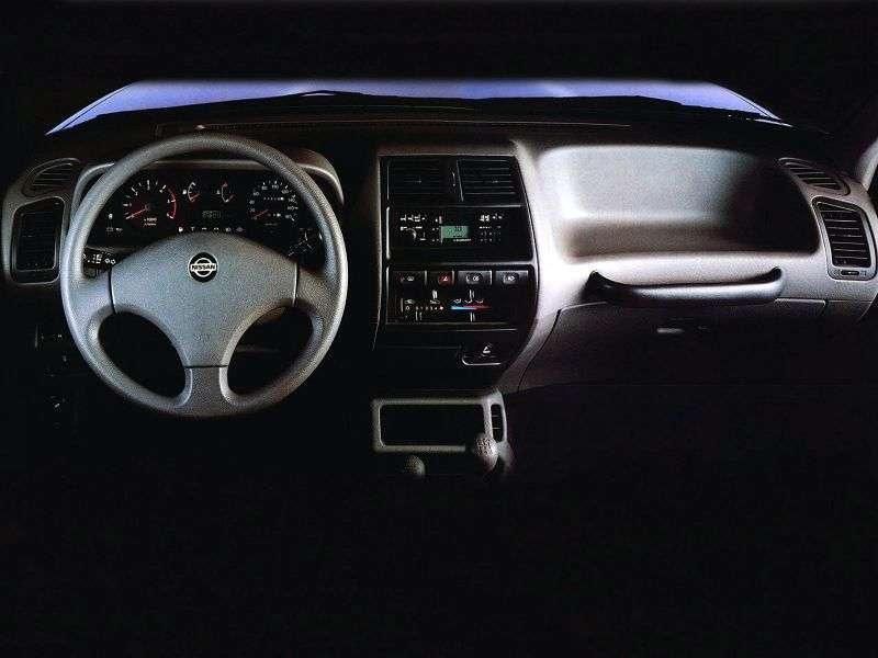 Nissan Terrano R20 5 door SUV. 2.7 TD MT (1993–1996)