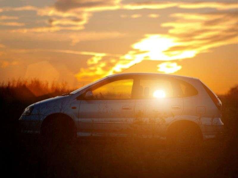 Nissan Tino V10 Minivan 1.8 4AT (2000–2006)