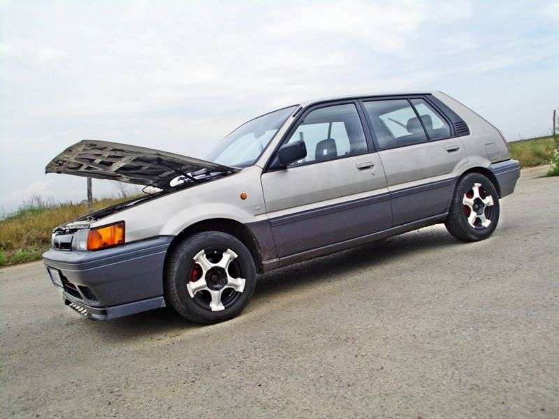 Nissan Sunny N13hetchbek 5 dv. 1.6 AT (1986 1988)
