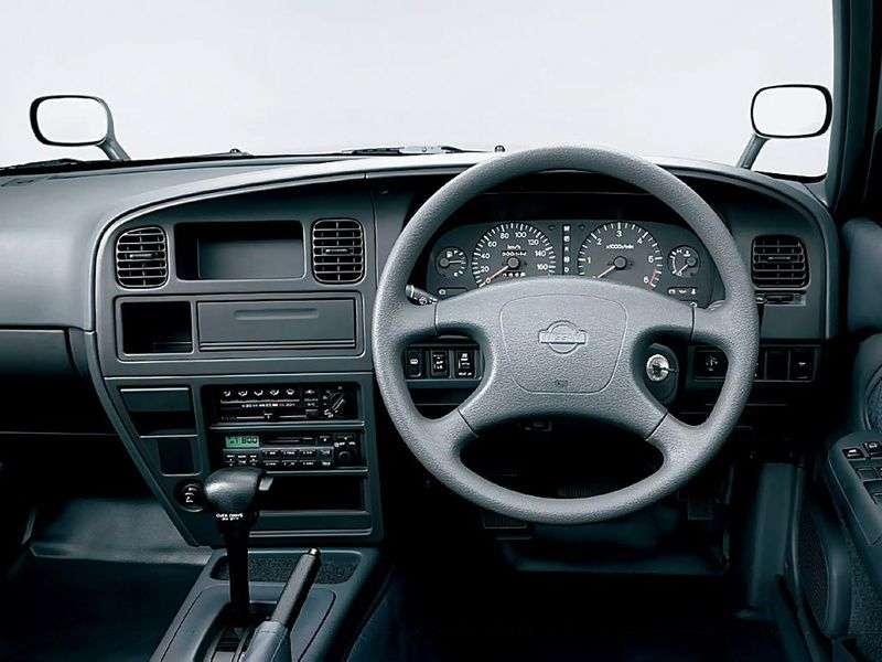 Nissan Crew K30sedan 2.8 D AT (2002–2005)