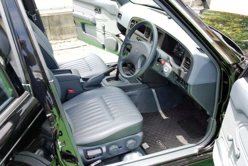 Nissan Crew K30 [restyling] sedan 2.0 MT (2005–2009)