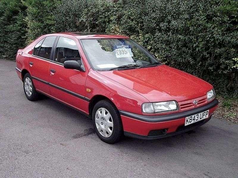 Nissan Primera P10liftback 2.0 MT (1990–1993)
