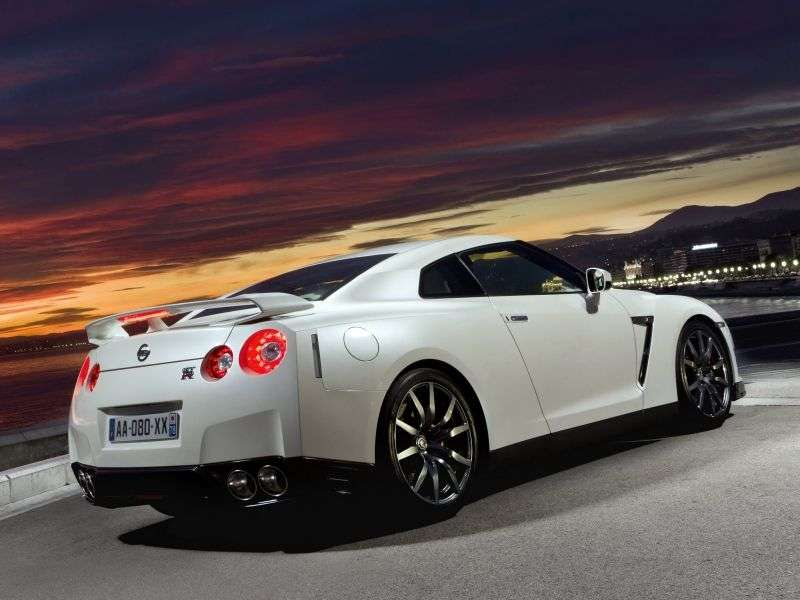 Nissan GT R R35 [restyling] coupe 2 dv. 3.8 Turbo AMT AWD Black Edition (2010–2011)