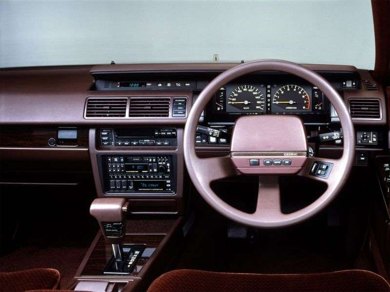 Nissan Cedric Y31hardtop 4 dv. 2.0 AT (1987–1991)