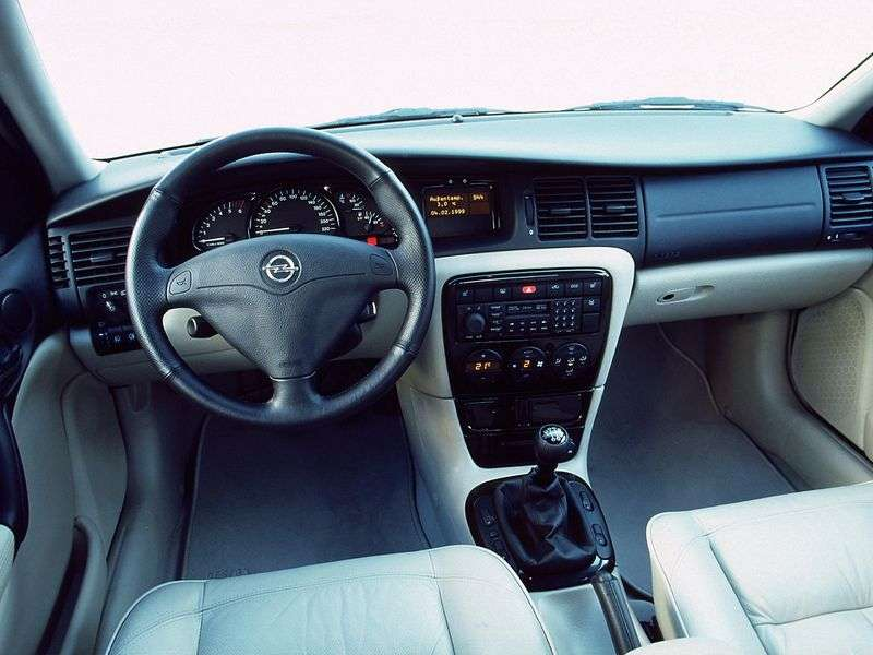 Opel Vectra Universal 2.0 AT (1998–1999)