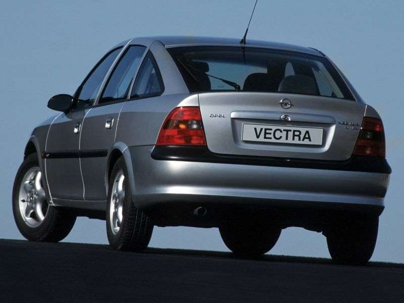 Opel Vectra High Tech 2.5 MT (1995–1999)