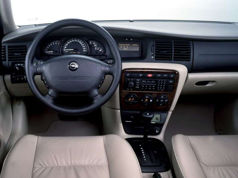 Opel Vectra B [restyling] hatchback 2.2 AT (2000–2002)