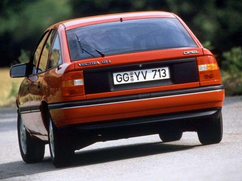 Opel Vectra Achetchbek 1.7 D MT (1988–1992)