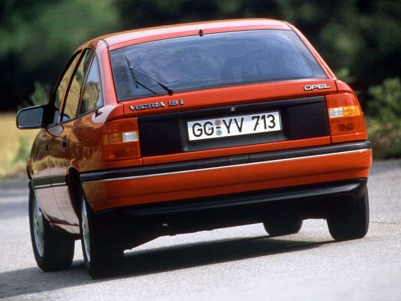 Opel Vectra Achatchback 2.0 GT MT (1988–1995)