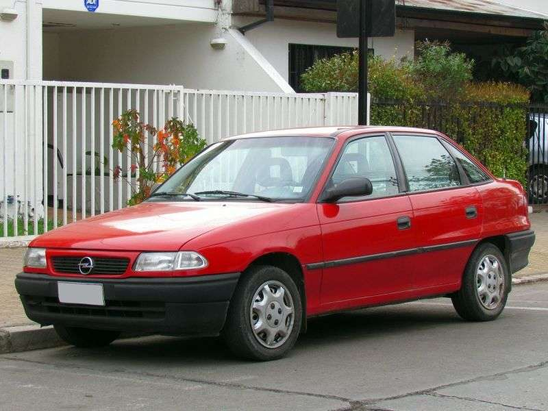 Opel Astra F [restyling] 1.6 MT sedan (1994–1996)