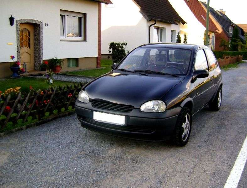 Opel Corsa Bhetchbek 3 dv. 1.4Si AT (1994–1997)