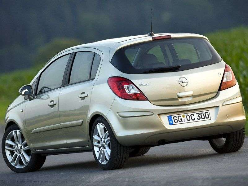 5 drzwiowy Opel Corsa D hatchback 1,4 AT (2010 2011)