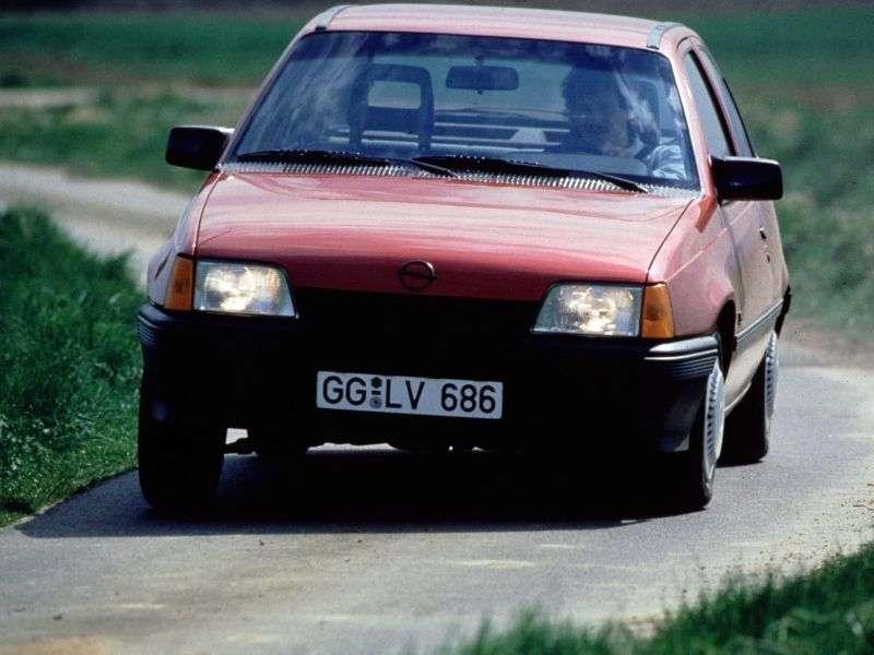 Opel Kadett Ehetchbek 3 dv. 1.4 MT (1990–1991)