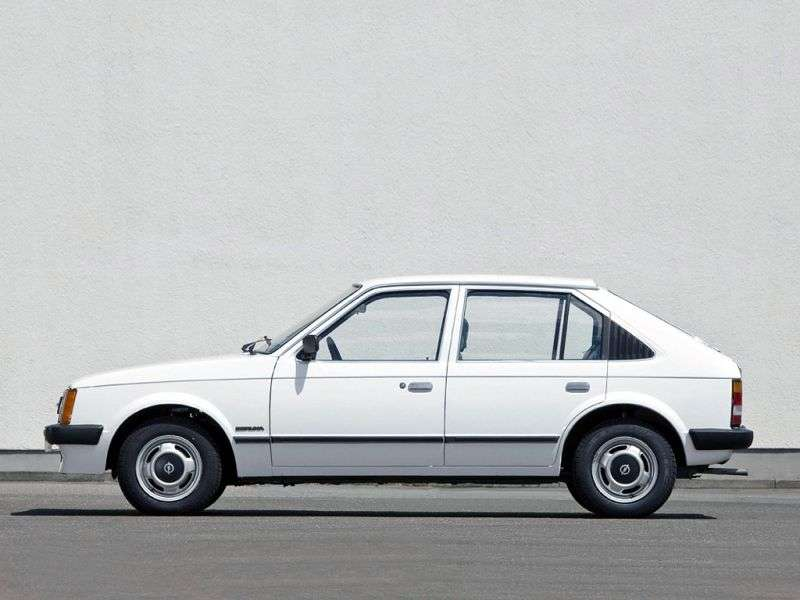 Opel Kadett D hatchback 5 drzwiowy 1,6 mln ton (1979 1984)