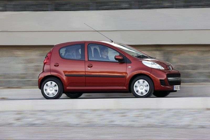 Peugeot 107 (zmiana stylizacji) 5 drzwiowy hatchback pierwszej generacji. 1,0 MT aktywny (2008 2012)