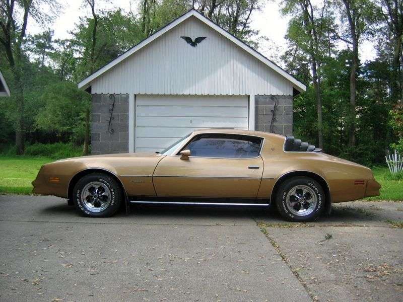 Pontiac Firebird 2nd generation [3rd restyling] Esprit coupe 2 dv. 3.8 AT (1977–1978)