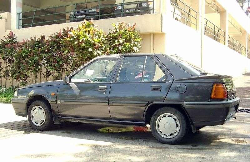 Proton Saloon 1st generation Aeroback 1.5 MT hatchback (1989–1997)