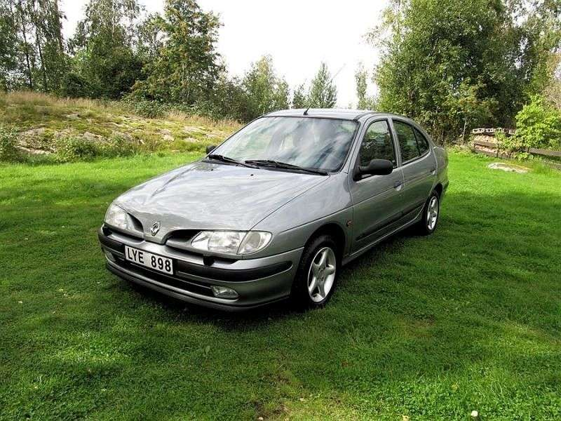 Renault Megane 1st generation Classic Sedan 2.0 AT (1996–1999)