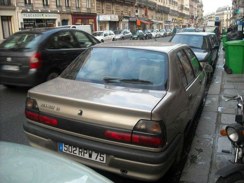 Renault 19 2nd generation Chamade sedan 1.9 dT MT (1992–1994)
