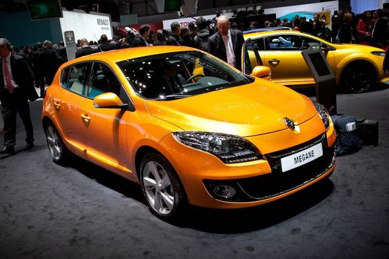 Renault Megane 3rd generation [restyling] 5 bit hatchback 1.6 MT Authentique (2012 – present)