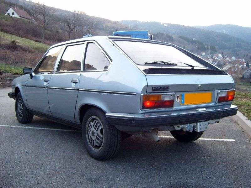 Renault 30 1st generation hatchback 2.7 AT (1975–1977)