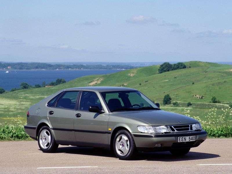 Saab 900 2nd generation hatchback 2.3 MT (1993–1998)