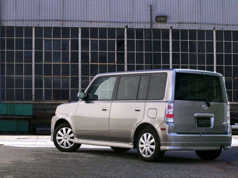 Scion xB 1st generation minivan 1.5 AT (2003–2008)