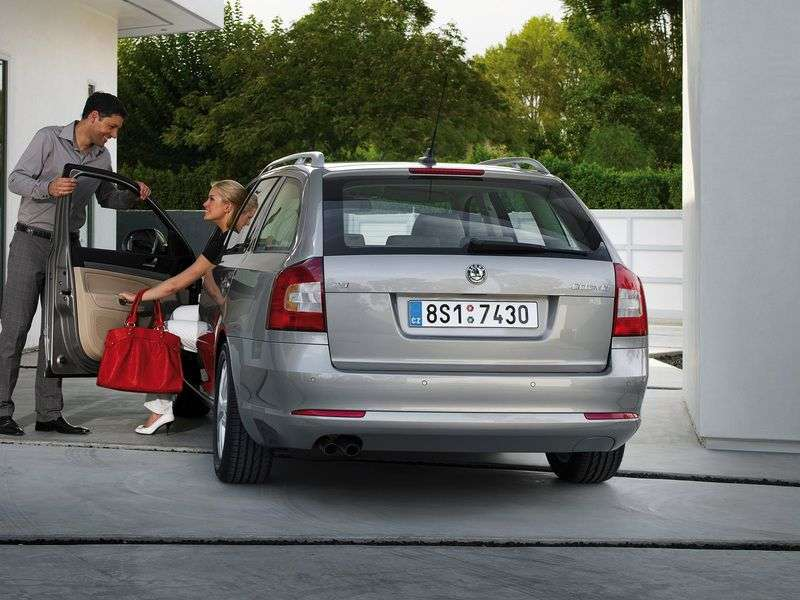 Skoda Octavia 2nd generation [restyling] Combi wagon 5 dv. 1.6 MPI AT Elegance (2008–2013)
