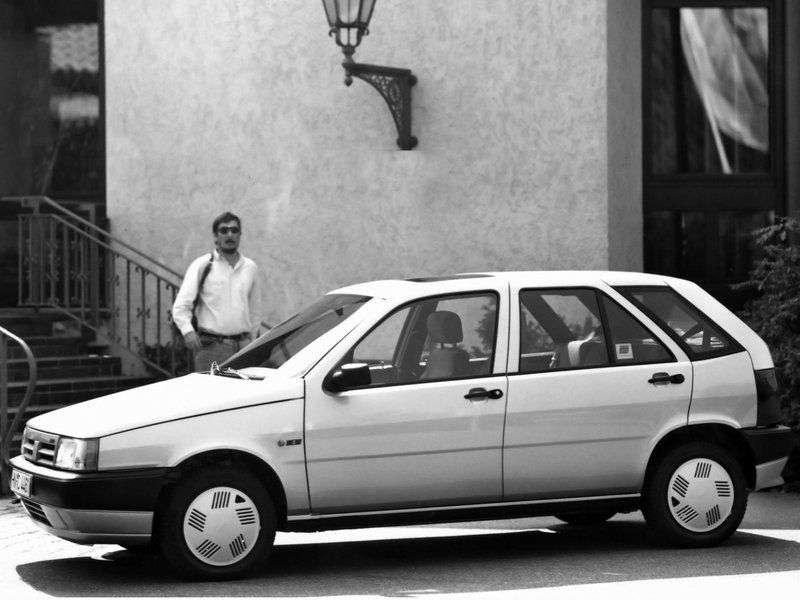 Tofas Tipo 1st generation hatchback 2.0 MT (1998–2002)