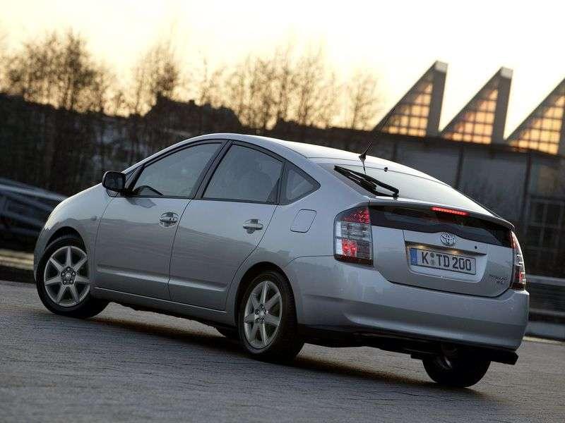 Toyota Prius 2nd generation hatchback 1.5 CVT (2007–2009)