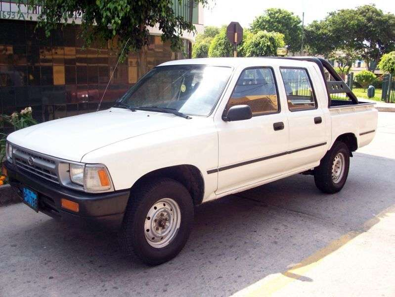 Toyota Hilux 5th generation [restyling] pickup 4 dv. 2.8 D MT AWD (1994–1997)