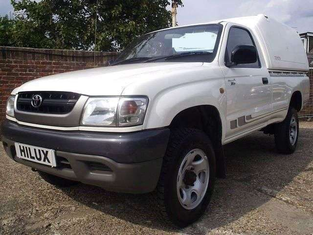 Toyota Hilux 6th generation [restyling] pickup 2 dv. 2.4 MT (2001–2004)