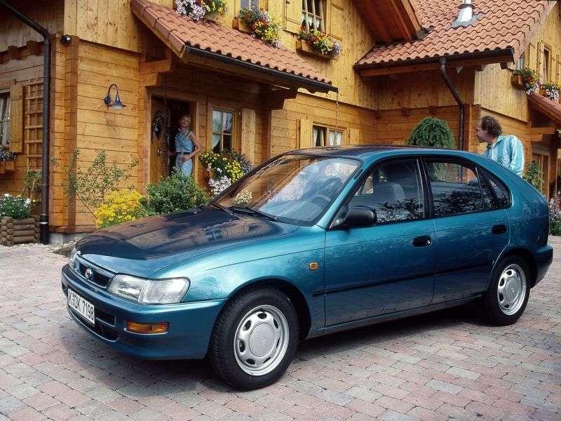 Toyota Corolla E100hetchbek 5 dv. 1.6 MT (1991–1993)