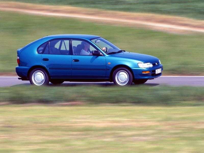 Toyota Corolla E100 hatchback 5 drzwiowy 1,6 MT (1991 1993)