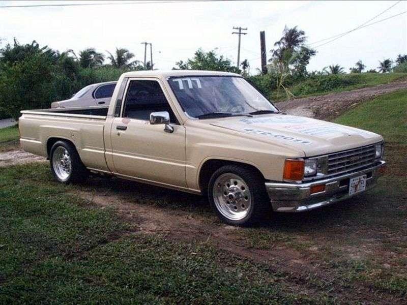 Toyota Hilux 4 generation pickup 2 bit. 2.5 TD MT (1986–1988)