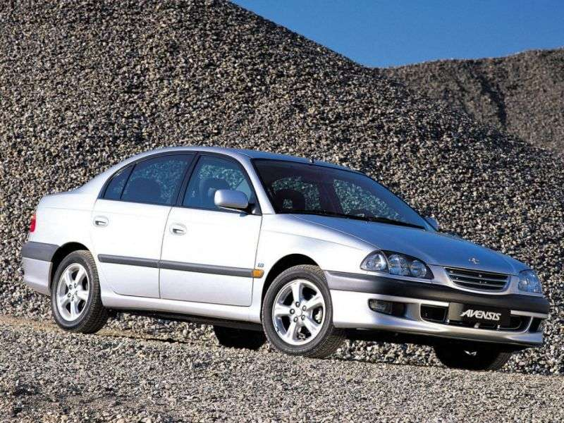 Toyota Avensis sedan 1.generacji 2.0 D4 D MT (1999 2000)