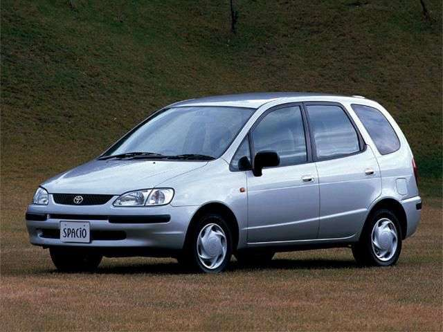 Toyota Corolla Verso Spacio minivan 1.generacji 1.8 MT (1997 2001)