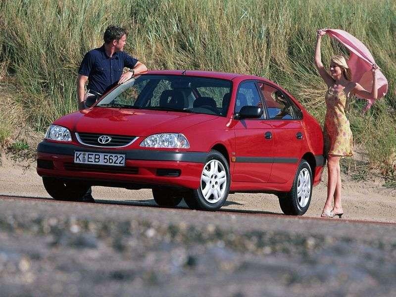 Toyota Avensis 1st generation [restyled] hatchback 2.0 D4 D MT (2000–2003)