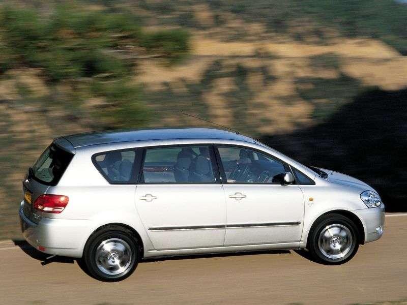 Toyota Avensis Verso minivan pierwszej generacji 2.0 MT (2001 2003)