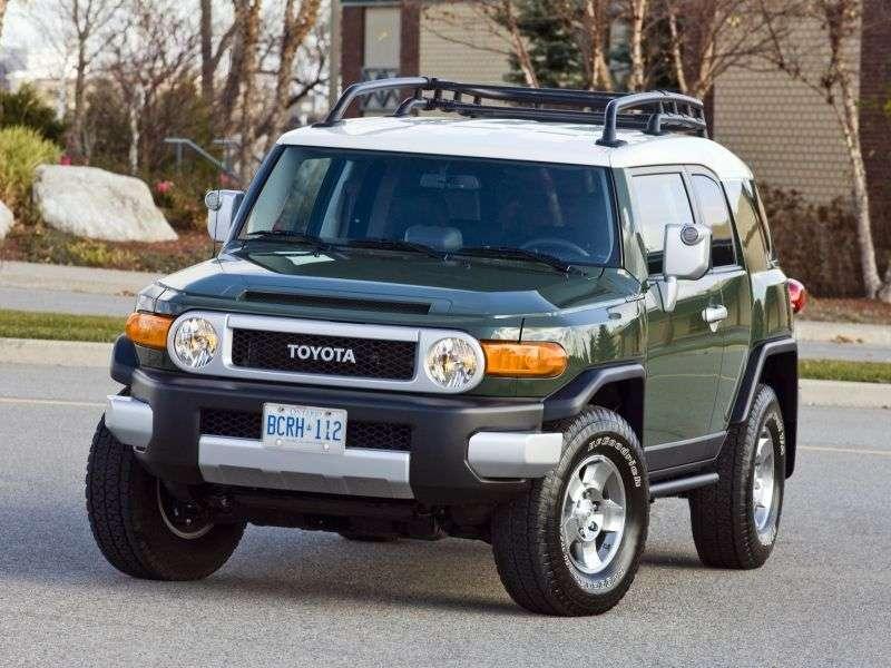 Toyota FJ Cruiser 1st generation [restyling] SUV 5 bit 4.0 AT 4WD (2010 – n.)