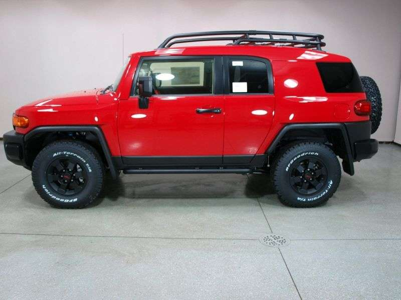 Toyota FJ Cruiser 1st generation [restyling] Trail Teams SUV 5 doors. 4.0 AT 4WD (2010 – n.)