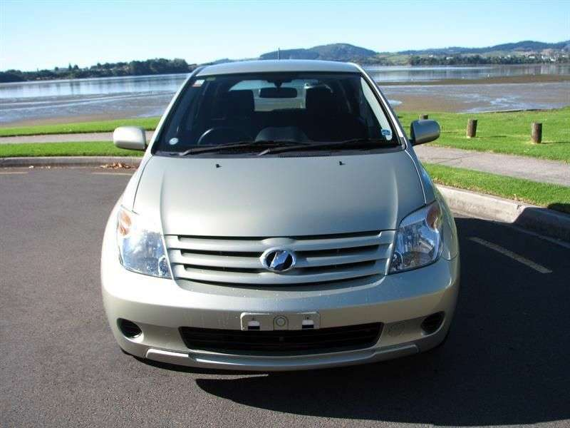Toyota Ist 1st generation [restyled] hatchback 1.5 AT 4WD (2005–2006)