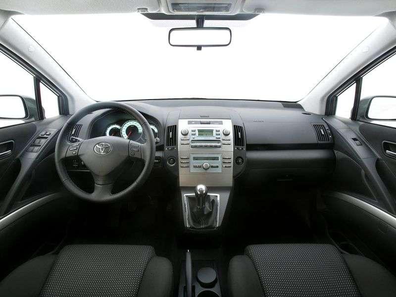 Toyota Corolla Verso 3rd generation minivan 2.0 TD MT (2004–2006)