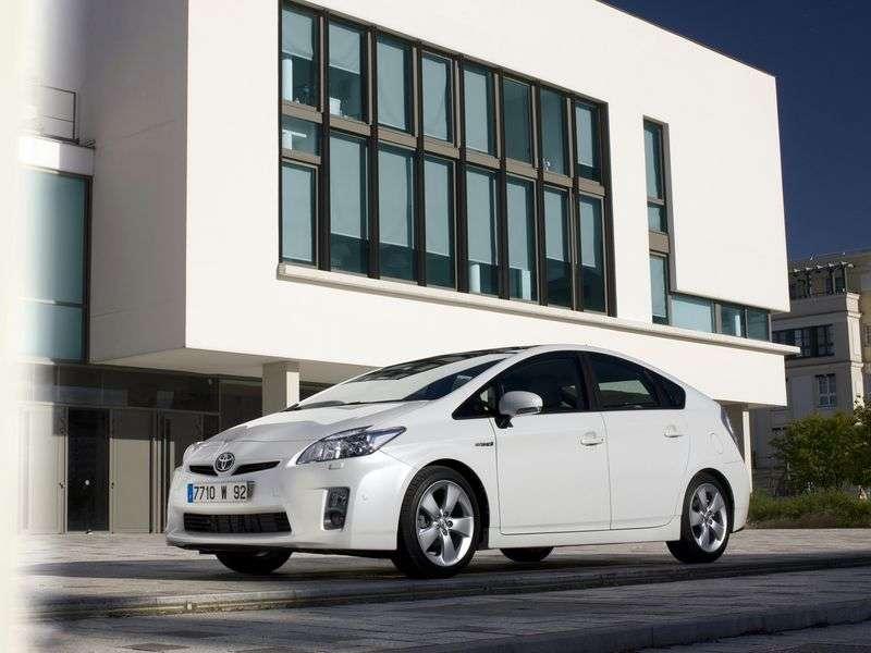 Toyota Prius 3rd generation hatchback 1.8 CVT Suite (2009–2011)